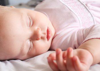 Baby schläft unruhig | Nachts schlafen (je Wochen & Monate)