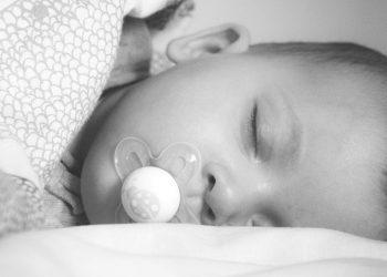 Wie viel Schlaf braucht ein Baby? (Schlafbedarf & Schlafdauer)