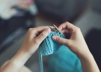 Babydecke zweifarbig selber stricken | Kuscheldecke für Baby
